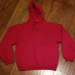 Hooded sweatshirt w/ front pouch. Burgundy color.